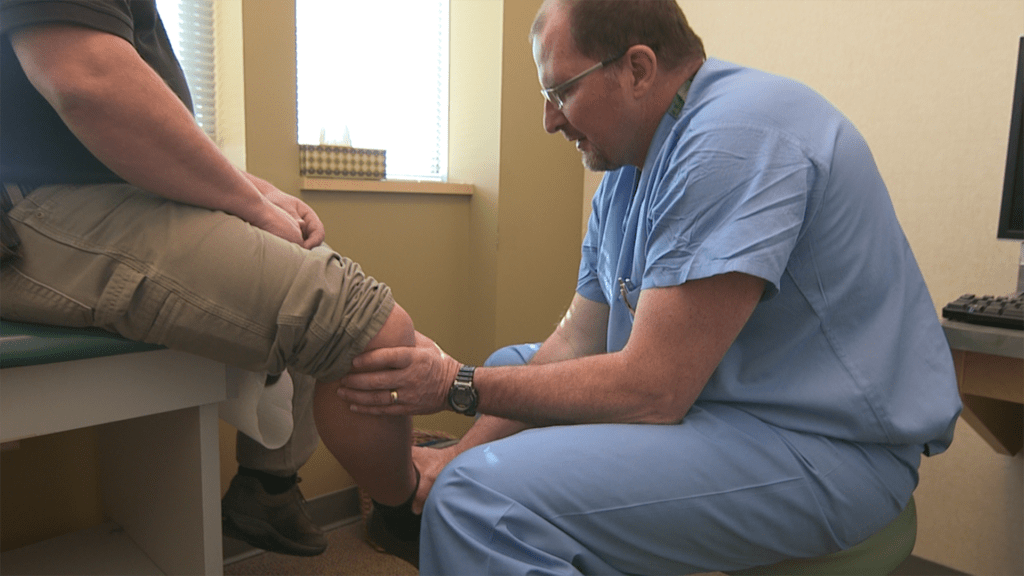 A doctor examines a problem knee