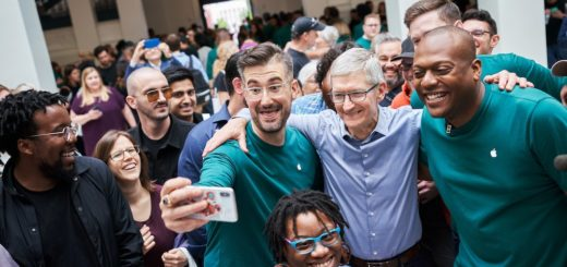 Tim Cook opens a new store